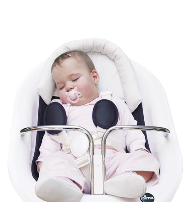 Mima Xari with bassinet included head rest